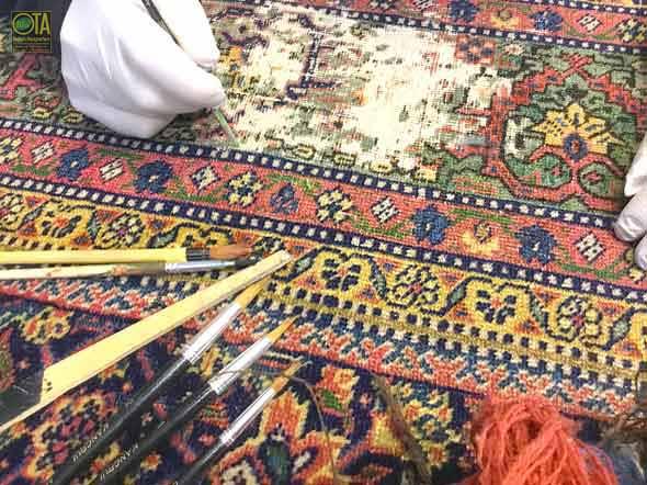 Abgetretene Stellen im Teppich währen unserer Teppich-Restauration