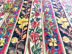 Weisse Punkte im Teppich werden nach einer Restauration beseitigt