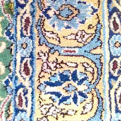 Wachsflecken im Teppich wurden repariert und entfernt bei der Teppichreparatur