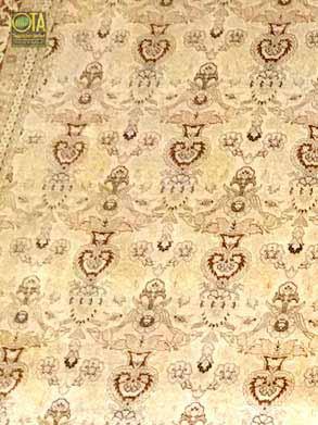 Seidenteppich nach einem Wasserschaden ist durch unsere Teppichreparatur wie neu