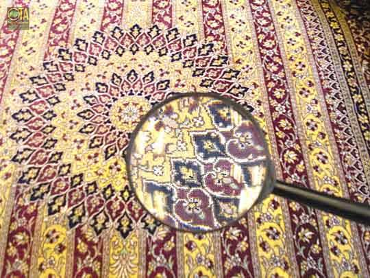 Ghom Seide muss vor der Teppichwäsche durch eine Fachmann begutachtet werden