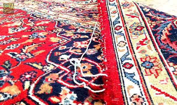 Kanten des Teppich sind kaputt und man muss sie erneuern