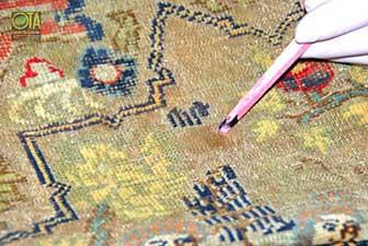 Antiker Teppich aus China mit Flecken wird bei uns behandelt