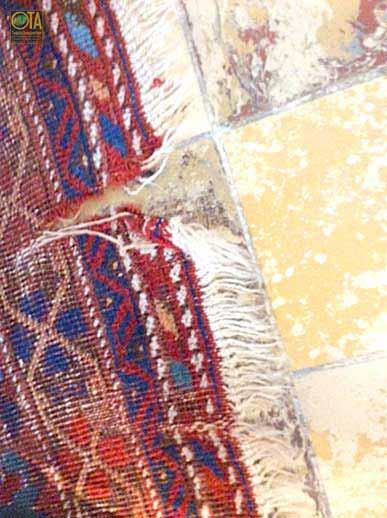 Riss im alten Teppich