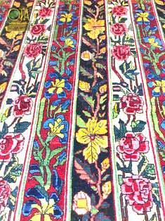 Weisse Punkte im antiken Teppich vor unserer Teppichrestauration