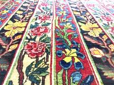 Weisse Punkte bei einem alten Bahtjar Teppich nach einer Teppich-Restaurierung