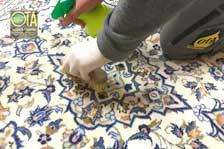 Nach jeder Teppichwäsche bekommt der Wollteppich die Rückfettung