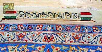 Signierter Isfahan Teppich mit kaputten seidenen Fransen vor der Teppichreparatur