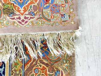 Fransen bei Ghom Seideteppich sind defekt und brauchen Teppichrestaurierung