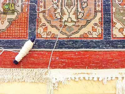 Günstige Reparatur neuer Fransen durch Auflösen der Kettfäden